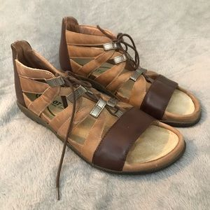 NEW NAOT Selo Brown Lace-Up Sandal Comfort Shoe 8